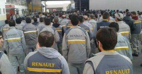 BİLİYOR MUSUNUZ..BURSA'DA RENAULT FABRİKASI'NIN İŞÇİLERİ YEMEKHANEDE TABAKLI ÇATALLI EYLEM YAPTI