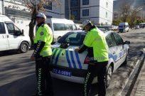 ALKIŞLAR EŞİNE CEZA YAZAN TRAFİK POLİSİNE