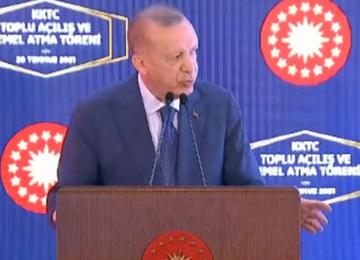 ERDOĞAN'IN LEFKOŞA'DA SİNİRLENDİĞİ AN..PROMPTERİ TAKILINCA..