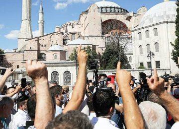 YANDAŞ AHMET HAKAN: AKP'YE OY GETİRMEZ AMA MEVCUT KİTLEYİ PERÇİNLER