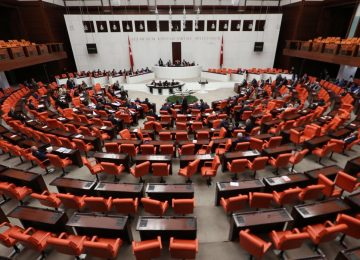 MECLİS'İN YENİ BAŞKANI ÜÇÜNCÜ TURDA 336 OYLA SEÇİLDİ
