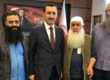 """""""DEMOKRASİYE İNANMIYORUZ AMA OYLARIMIZ ERDOĞAN'A"""""""