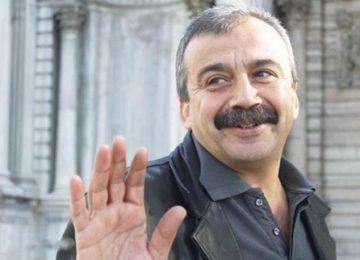 """SIRRI SÜREYYA ÖNDER: """"YENİ PARTİ KEŞFEDENLERE SESLİ GÜLÜYORUM."""""""