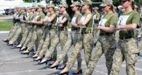 UKRAYNA'NIN TOPUKLU AYAKKABI GİYEN KADIN ASKERLERİ