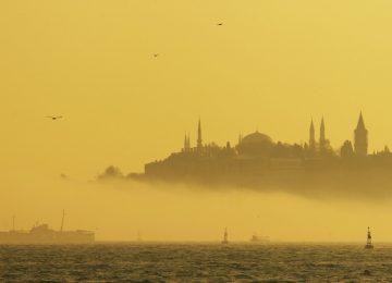 İSTANBUL'DA SİS HAYATI ETKİLİYOR