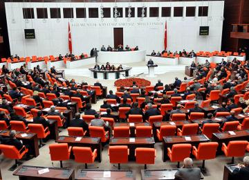 SEÇİM ZAFERİ AKP'NİN AMA MECLİS'TE DURUM ÖYLE DEĞİL